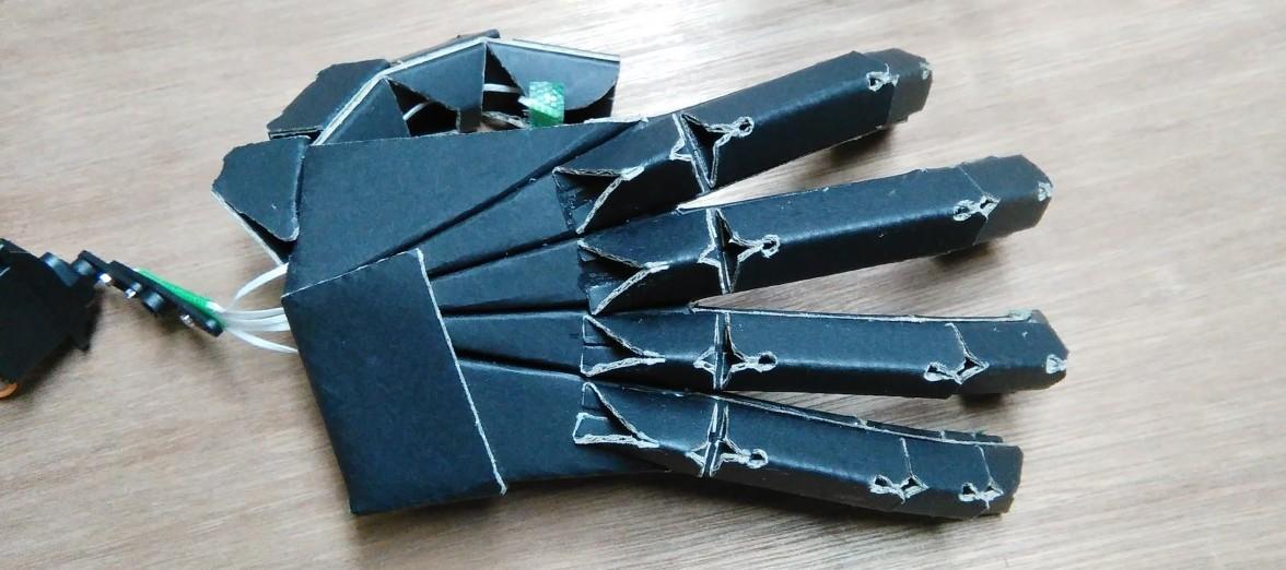 かみのロボットハンド