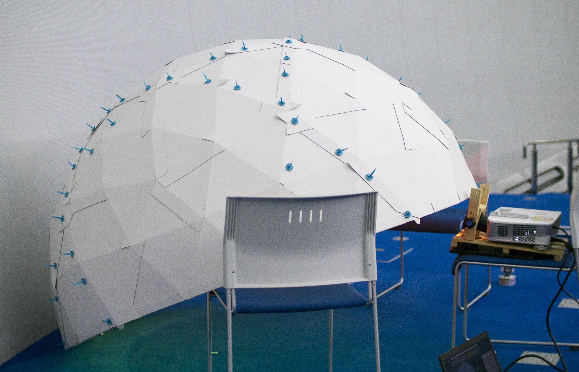 ニコニコ動画プラネタリウムの実験会に持ち込んだ1.8mの半球ドーム