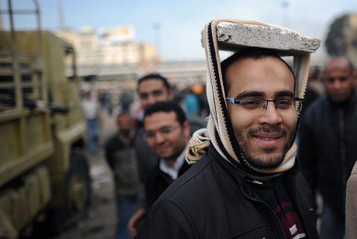 エジプトで反政府デモに立ち上がった市民によるDIYヘルメット