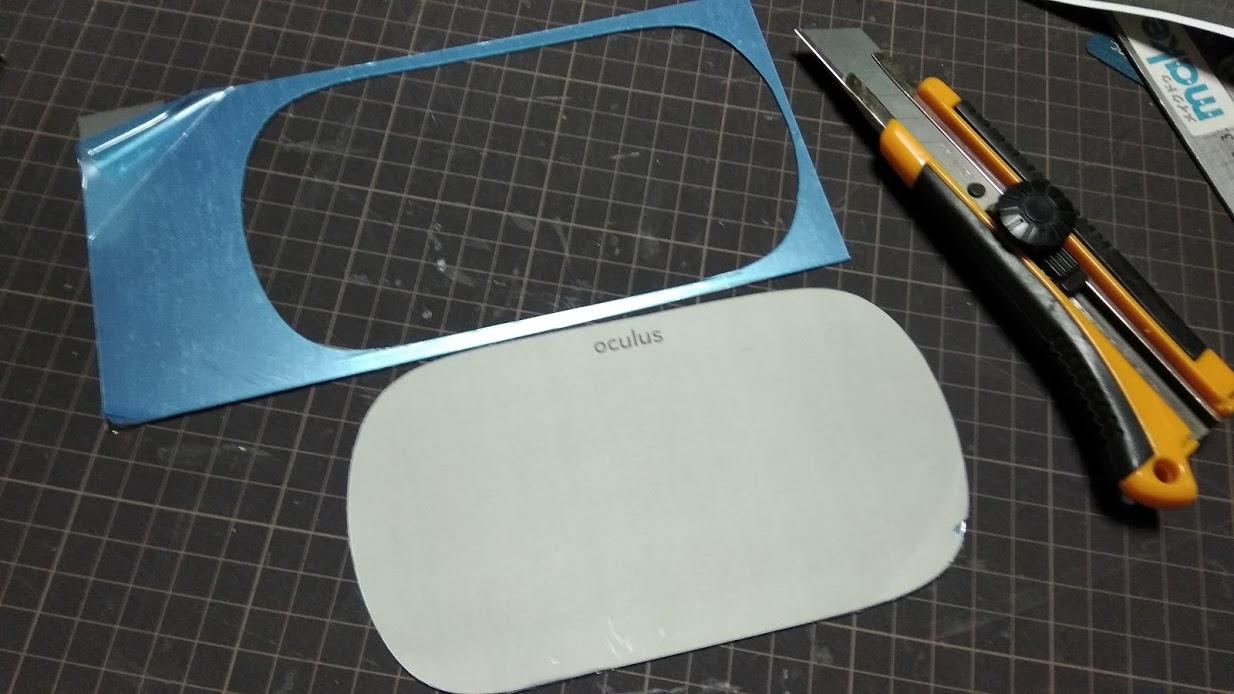 コピーした紙を型紙にしてアクリルミラーをカット