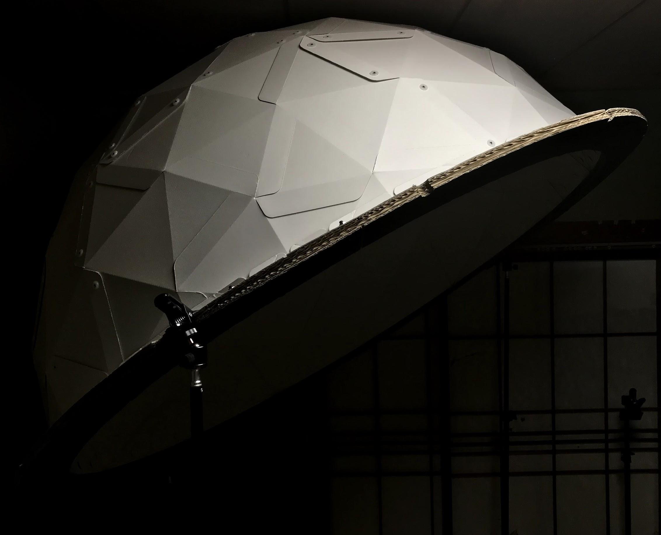 ダンボール製ドーム型スクリーン